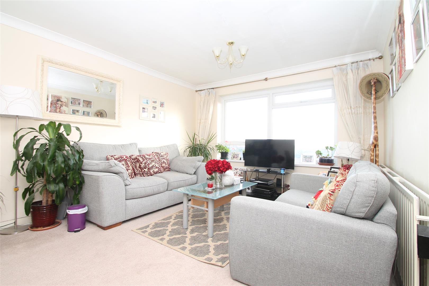 2 Bedrooms Property for sale in Grange Gardens, London N14